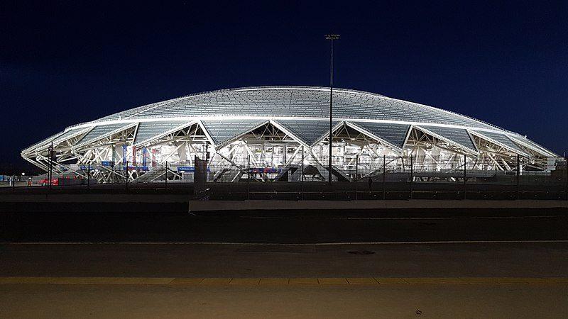 La Samara Arena è realizzata come un corpo luminoso nella notte ed è un omaggio alla regione di Samara.