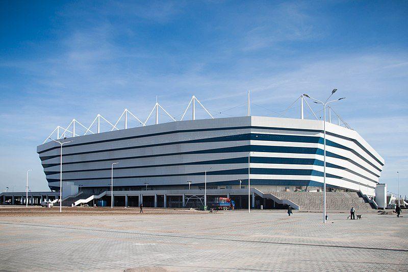 Lo Stadio di Kaliningrad a Kaliningrad è la prima costruzione realizzata sull'isola di Oktyabrsky, un tempo vuota, che apre le porte all'urbanizzazione di questa parte di Russia disabitata.
