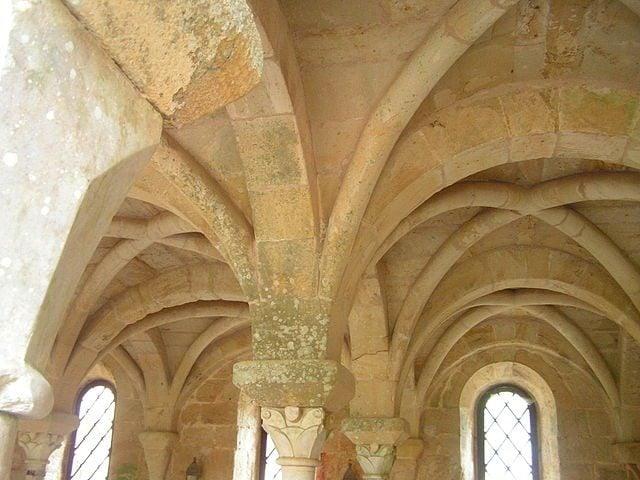 https://commons.wikimedia.org/wiki/File:Abbaye_Fontfroide_47.jpeg