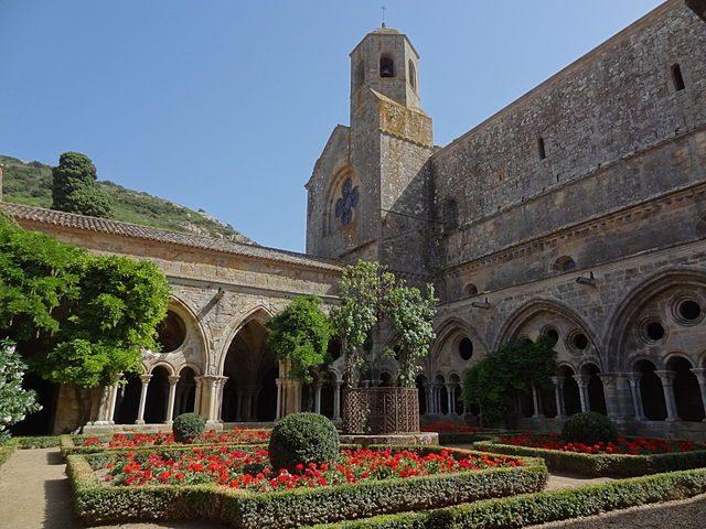 https://commons.wikimedia.org/wiki/File:Narbonne_Abbaye_Sainte-Marie_de_Fontfroide_9.JPG
