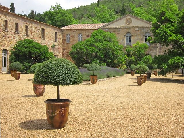 https://pixabay.com/it/fontfroide-cistercense-monastero-1013457/