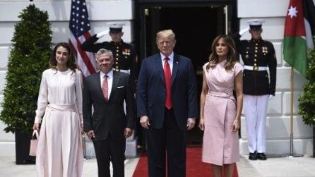 """L'incontro """"in rosa"""" tra Melania Trump e Rania di Giordania"""