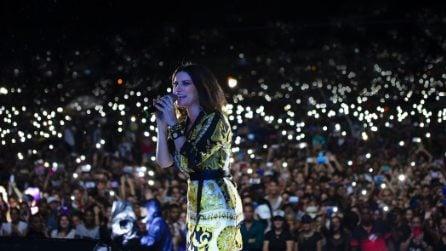 Laura Pausini veste Versace al concerto a Cuba