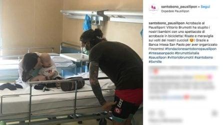 """""""Acrobazie del sorriso"""", Vittorio Brumotti visita i bambini malati dell'ospedale di Napoli"""