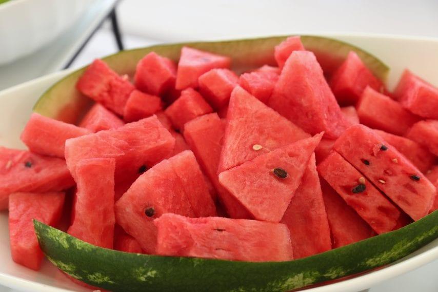 Un bel piatto di anguria fresca.