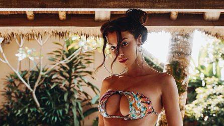 Upsidedown bikini: allacciare il costume al contrario è la moda dell'estate