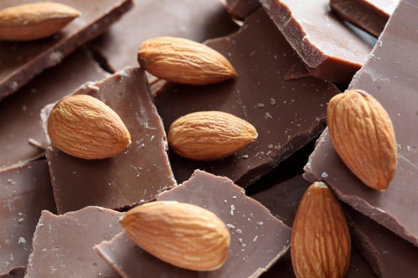 Cioccolata con mandorle.
