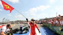 Festa Ferrari in casa Mercedes: Vettel vince a Silverstone, contatto Hamilton-Raikkonen