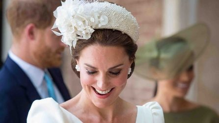 Kate Middleton in bianco per il battesimo del principino Louis