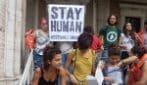 """Attivisti si incatenano al ministero delle Infrastrutture: """"Basta naufragi di Stato"""""""