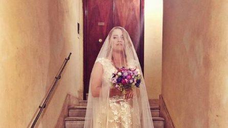 Il matrimonio di Noemi con l'abito da sposa a fiori