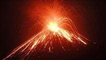 Indonesia, l'eruzione del vulcano Anak Krakatau