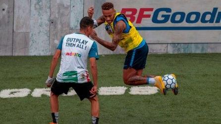 Neymar in campo durante un'iniziativa del Neymar Junior Project