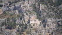 Eremo di Sant'Onofrio al Morrone, una meraviglia sospesa sulla roccia