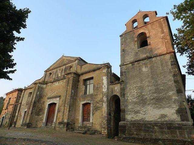 https://commons.wikimedia.org/wiki/File:Chiesa_San_Nicola_di_Bari_in_Roscigno_Vecchia.jpg