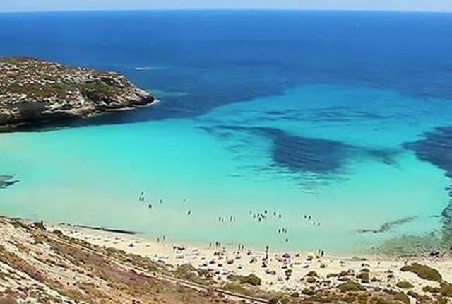 https://it.m.wikipedia.org/wiki/File:Spiaggia_Isola_dei_Conigli.jpg