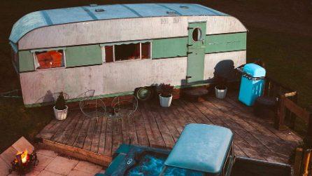 Trasforma un fatiscente caravan degli anni Cinquanta in una lussuosa casa per le vacanze
