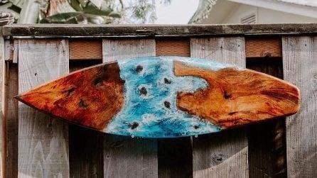 Tavole da surf in resina e legno per riprodurre la bellezza delle onde del mare