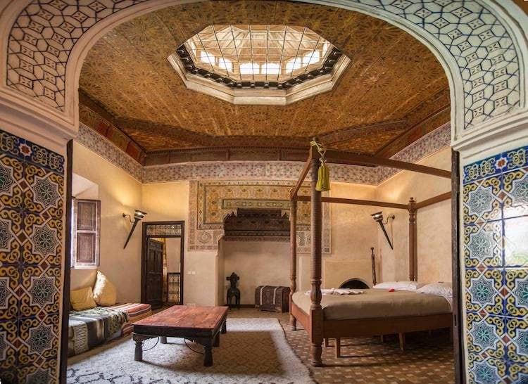 """Le splendide foto di questo riad restaurato """"non rendono giustizia alle camere"""", secondo gli ospiti. Aspettatevi di camminare attraverso gli archi a tegole vibranti verso il tetto per sorseggiare un tè alla menta."""