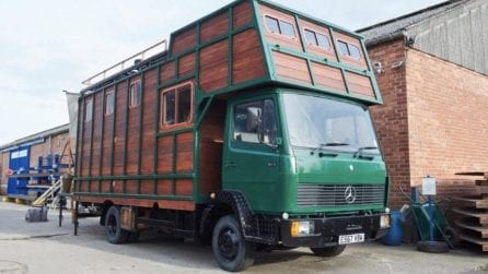 Trasforma il suo vecchio furgone in una mini casa da sogno: gli interni sono favolosi