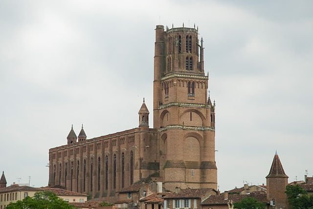https://commons.wikimedia.org/wiki/File:Albi_cathedral_-_outdoor_view.jpg