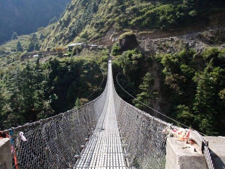 Il Ghasa è un ponte molto pericoloso, situato nel villaggio di Gus, in Nepal, che è pericoloso perché è stato costruito male e ciò nonostante ogni giorno lo attraversano molte persone e anche il bestiame.
