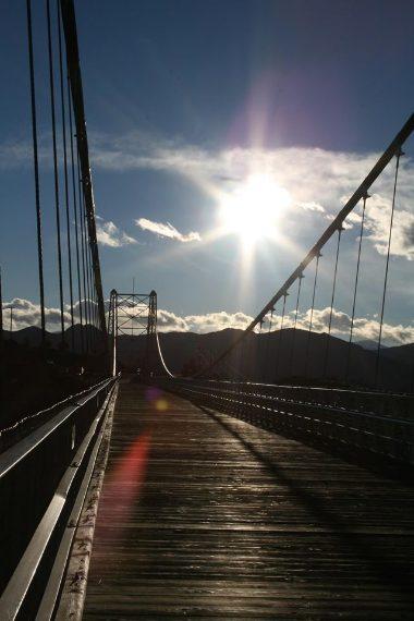 Il Royal Gorge Bridge, negli Stati Uniti, situato a Cañon City, in Colorado, è in realtà un'attrazione turistica che fino al 2003 rappresentava il ponte più alto del mondo.