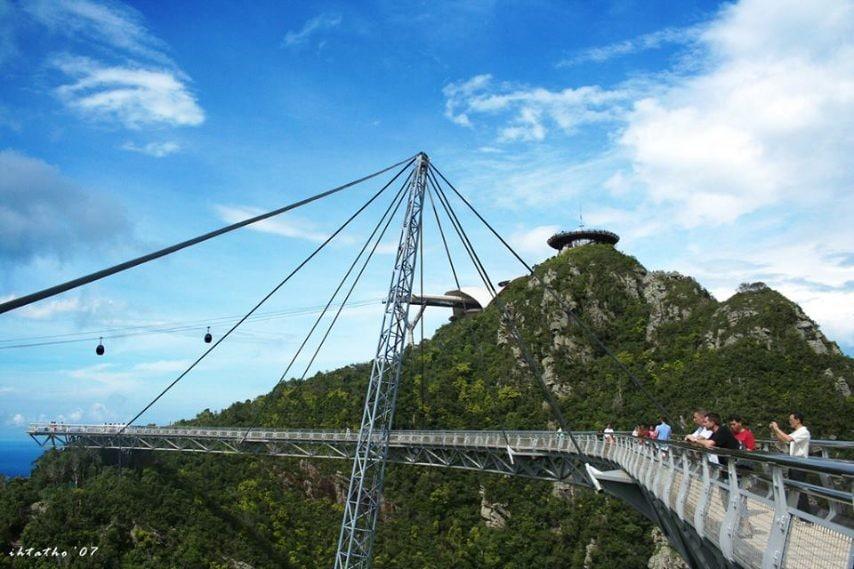 Il Ponte sul cielo di Langkawi, aKedah, in Malesia si trova a 700 metri sul livello del mare: costruito nel 2004 è stato chiuso perché non sicuro a gennaio 2014.