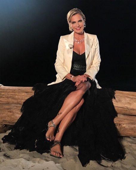 Giacca Yves Saint Laurent, abito Dimora Deluxe, gioielli Spallanzani