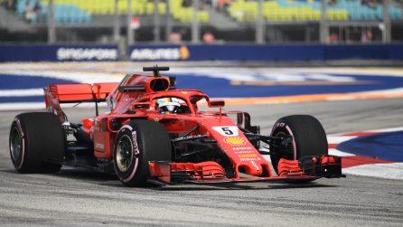 Ferrari a Singapore per il riscatto, Mercedes tenta la fuga mondiale