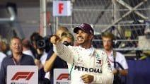 Super Hamilton a Singapore, la pole è sua. Vettel chiamato alla rimonta