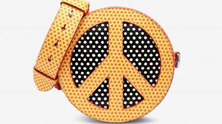 Gli abiti e gli accessori con il simbolo della pace