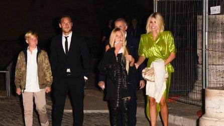 Francesco Totti, compleanno al Colosseo: al suo fianco Ilary Blasi, Cristian e Chanel