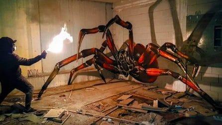 Una creatura spaventosa nella stanza: l'immagine che mette paura