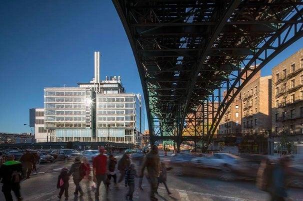 Il Campus di Manhattanville, progettato da Renzo Piano, è sicuramente uno dei progetti più interessanti da visitare ad ottobre a New York. Il complesso, strutturato in più edifici, si caratterizza per l'apertura al pubblico e la trasparenza, all'opposto del concetto tipico di campus universitario. Il nuovo campus della Columbia University non è solo un luogo di formazione ma anche di confronto, cultura ed energia.