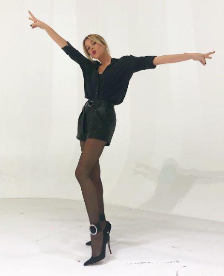 Camicia Equipment, shorts di pelle Iro Paris, cavigliere Attico