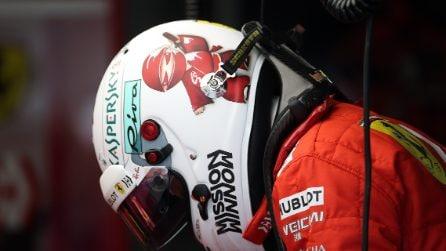 Vettel sposa il Japan style, il pilota della Ferrari a Suzuka con un casco speciale