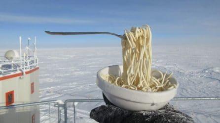 Posta la foto del suo pranzo sui social: si congela a mezz'aria