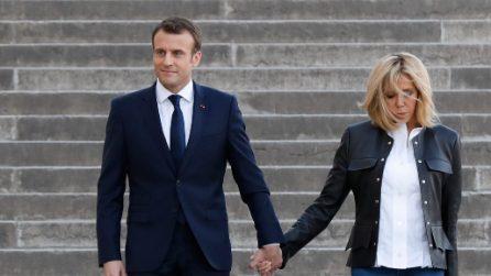 Brigitte Macron non cammina mai dietro al marito Presidente