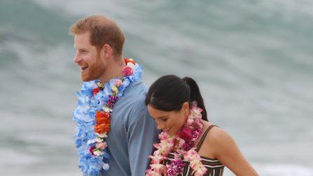 Meghan Markle ed Harry con le ghirlande di fiori in Australia