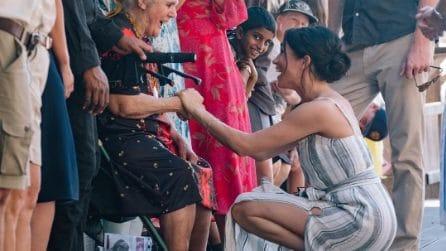 Meghan Markle incinta mette in mostra le gambe