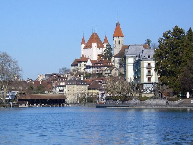 https://lmo.wikipedia.org/wiki/Archivi:Thun_from_lake.jpg