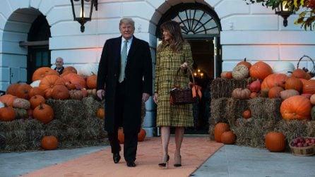 Melania Trump, ad Halloween indossa il cappotto firmato
