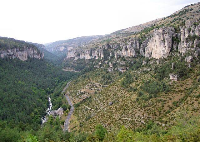 https://commons.wikimedia.org/wiki/File:Cevennes_National_Park,_France.jpg