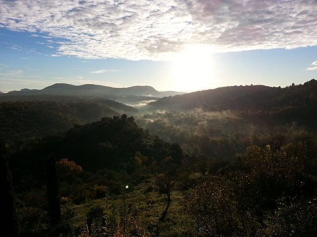 https://pixabay.com/it/alba-sole-nascente-cevennes-2875136/