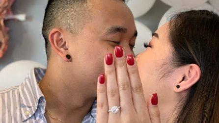 Pubblica la foto della proposta di matrimonio, ma ciò che si cela dietro è impensabile