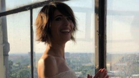 """Giorgia, per il video di """"Le tasche piene di sassi"""" indossa l'abito di tulle"""