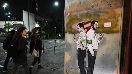 A Milano il nuovo murale dell'artista TvBoy con Di Maio e Salvini
