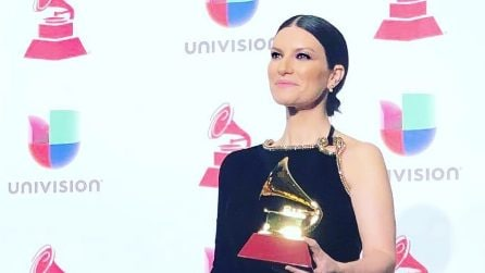 Laura Pausini in total black ai Latin Grammy Awards 2018