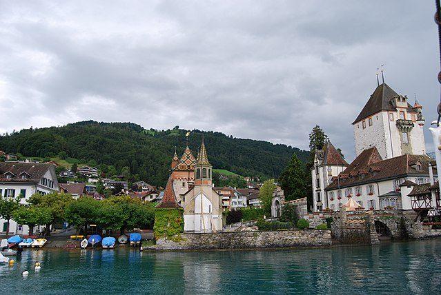 https://it.m.wikipedia.org/wiki/File:2011-07-23_Lago_de_Thun_(Foto_Dietrich_Michael_Weidmann)_334.JPG